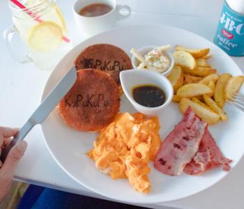 """アメリカンで可愛い♡沖縄北谷にある海辺のパンケーキカフェ""""KUPU KUPU(クプクプ)"""""""