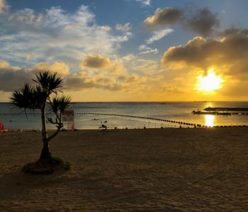 """度假村×自然景观在等你来玩耍♪日本少有的名胜景点""""残波岬""""附近的「残波海滩」!"""
