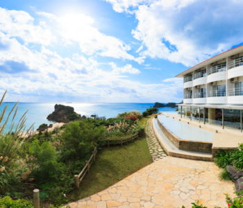 How about enjoying a comfortable stay in Hotel Hamahigajima Resort situated on the island where gods live?♪