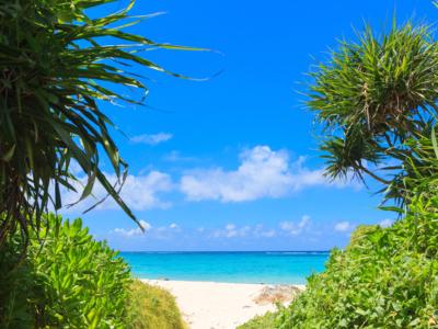 今歸仁村的美麗天然海灘和限定8棟的飯店!