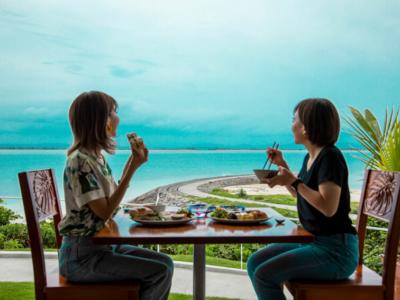 오키나와 하마히가섬에 있는 어른들을 위한 숨은 장소「413 하마히가 Hotel&Cafe」【호텔 투어  vol.14】