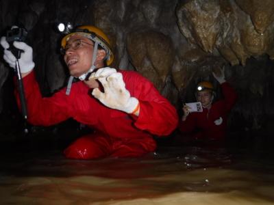潛入 沖繩世界 文化王國的「玉泉洞」未公開區域!沖繩秘境探險!期間限定行程「南島洞窟探險」