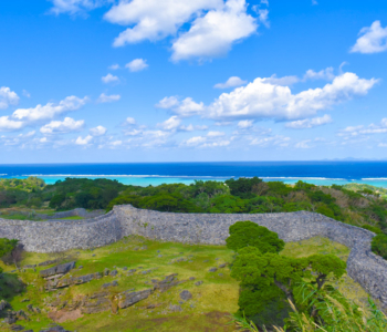 一起到沖繩的世界遺產「城跡(GUSUKUATO)」吧!